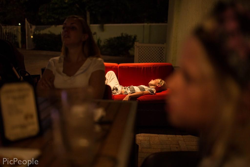 Vi är på resturang. Jag och Wille var supertrötta och Wille sov som en gris sen.