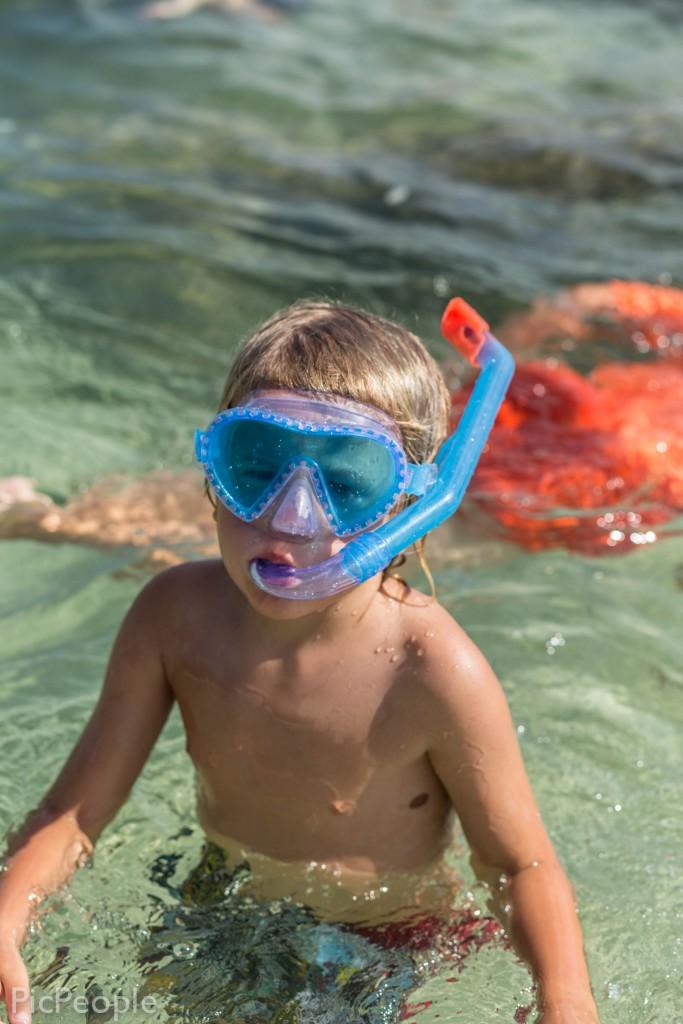 Och han som bara är 5 år och född i fiskens stjärntecken har blivit helt hooked på att snorkla. Och simmar som aldrig förr.