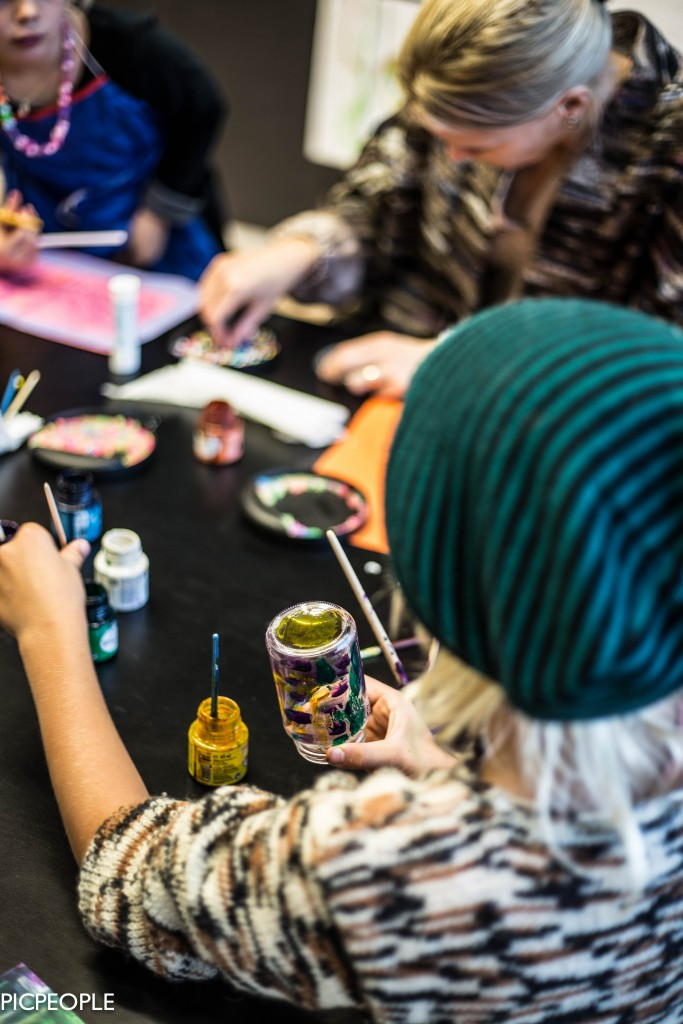 Det målades lyktor som ska vara med vid Barnkonventionens dag den 20 november.