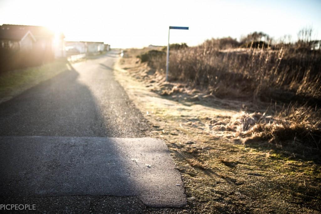 Snart, snart, snart cyklar vi denna vägen ner till havet för en dag i Vikhyddan. Vi är snart där.