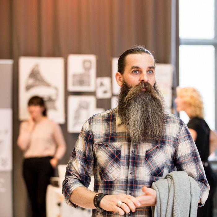En av skäggfinalisterna.