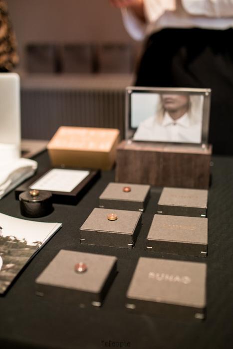Runa of Sweden var där med coola smycken som du sätter på skjortan.